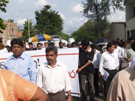 Meka Mahinda Rajapaksege Wadak Raviraj-funeral-sandaya-and-prageeth-by-uvindu1-468x3512