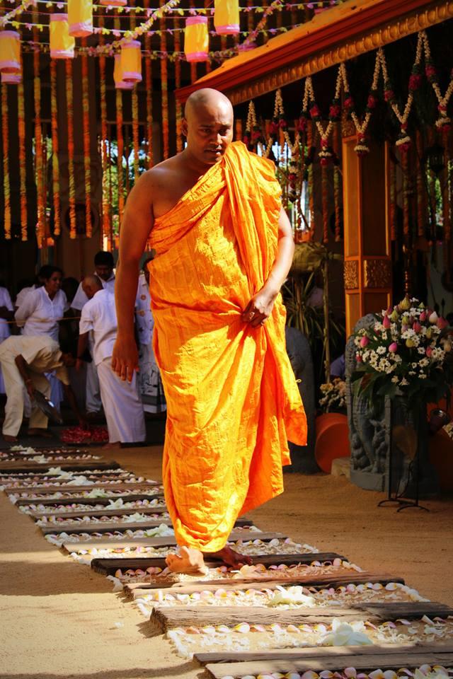Вечеринка с монахом фото 703-430