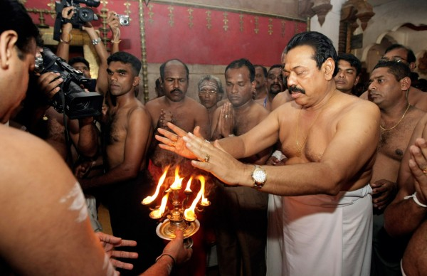 Rajapakse at Hindu temple
