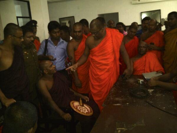 BBS monks threatening Jathika Bala Sena monks