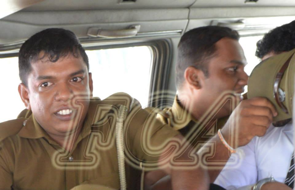 Officers had shielded the Vidanapathirana while escorting him back to the Prison from the Colombo magistrate courts after the verdict was given | Photo Foreign Correspondents' Association of Sri Lanka - Facebook page