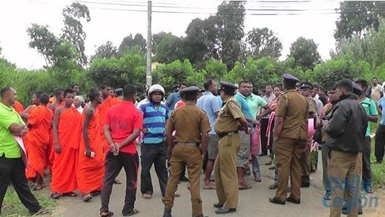Protest against te construction of a junior school in Dambawinna-Welimada